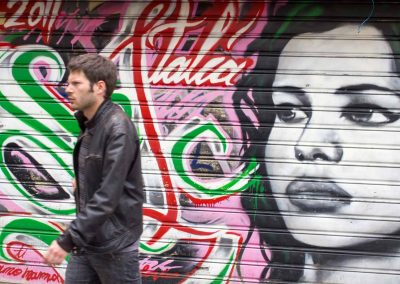Mann vor Grafitti Florenz