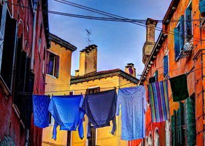 Wäsche zwischen den Häusern Venedig