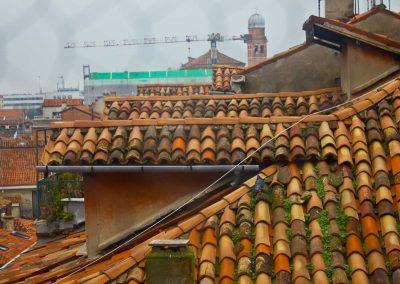bemooste Dächer Venedig