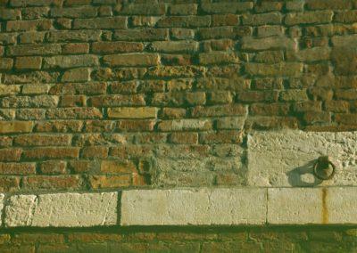 verrosteter Eisenring in Mauer Venedig